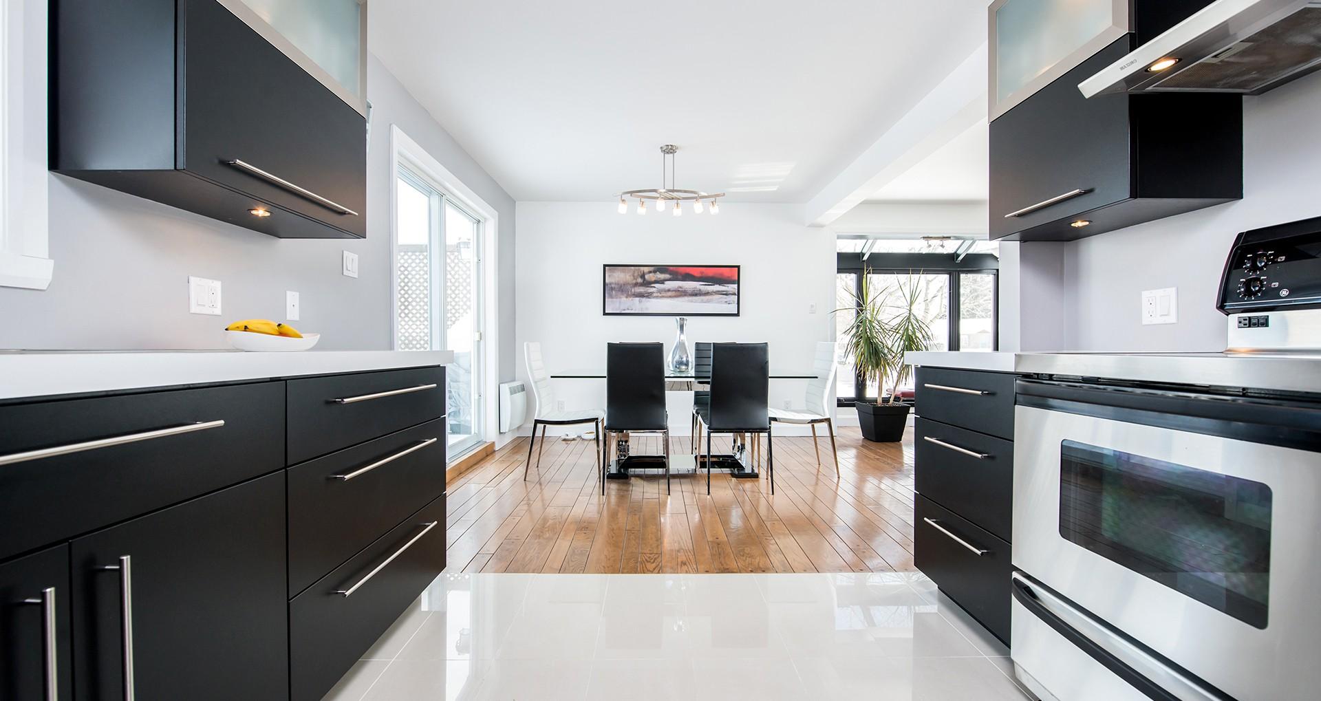 Bathroom kitchen cabinets custom furniture counters for Armoire de cuisine verdun